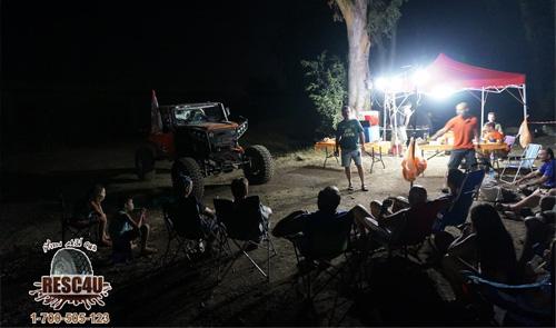 יושבים על גדת הזאכי ושומעים סיפורים על הבוץ הקרואטי